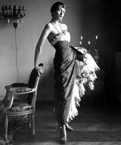 One of my favorite photographers. Countess Maxine de la Falaise (Paris 1950)   ph : Gordon Parks ///// http://pic.twitter.com/ZX4s7NaBxl   V...