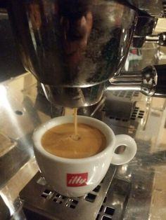 Fresh Coffee by Illy at Gru's Fresh Coffee, V60 Coffee, Drip Coffee Maker, Kitchen Appliances, Diy Kitchen Appliances, Home Appliances, Coffee Making Machine, Kitchen Gadgets