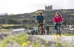 Discover The Aran Islands Le Connemara, Aran, Red Carnation, Travel Inspiration, Mountains, Wales, Bike Rides, Ireland, Vacation