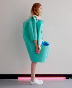 Está na moda ter boas inspirações. Móveis e cerâmicas são referências para roupas