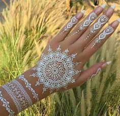 Must check out the easy and simple white henna designs with images. Watch the video tutorial about white henna designs application on the back side of the hand. Learn more about what is white henna and how it works. Henna Tattoos, White Henna Tattoo, Henna Tattoo Designs, Fake Tattoos, Henna Mehndi, Body Art Tattoos, Couple Tattoos, Mehendi, White Tattoos