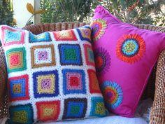 cojín realizado en lino , tejidos  y bordados en algodòn