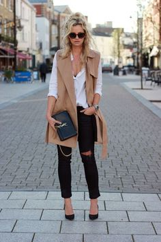Why black ripped skinny jeans are your next wardrobe staple & 30 ways to wear them tartan scarf chunky sweater black pumps camel vest white shiirt Long Vest Outfit, Vest Outfits, Casual Work Outfits, Look Fashion, Spring Fashion, Winter Fashion, Gucci Fashion, Rosa T Shirt, Ärmelloser Mantel