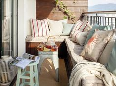 Small terrace with sofa, stools and wood paneling Terraz … - All About Balcony Small Balcony Decor, Small Terrace, Balcony Decoration, Banquette Design, Balkon Design, Apartment Balconies, House With Porch, Small Room Bedroom, Bedroom Decor