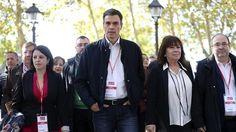 """Pedro Sánchez acusa a la """"triste izquierda"""" de Podemos de acompañar al """"secesionismo de las élites"""""""
