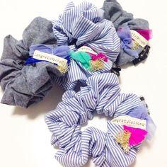 こないだ試作してたやつは。。。 シュシュになりました♡ 夏なのでポップな色合いで(*ˊૢᵕˋૢ*) 明日の「あとりえこのは」にお持ちします! 今から商品整理して寝るぞー!! 明日は新作バッグも盛りだくさんでーす(∩❛ڡ❛∩) #ハンドメイド#ハンドメイドバッグ #シュシュ#ヘアアクセ#新作