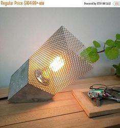 Lámpara mesa industrial hormigón inclinada Lámpara