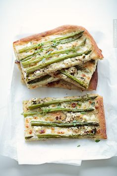 Pizza with asparagus and a white sauce