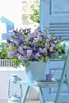 Here's what we found about purple flowers. Read up the info about purple flowers, and learn more about it! Deco Nature, Deco Floral, Garden Cottage, Cottage Style, French Cottage, French Country, Shades Of Blue, Beautiful World, Container Gardening