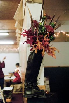 Hunt boot fall flowers. #fallhorsedecor