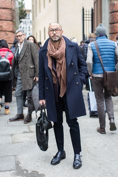 One great thing about men's fashion is that while most trends come and go, men's wear remains stylish and classy. However, for you to remain stylish, there are men's fashion tips you need to observe. Old Man Fashion, Winter Fashion, Mens Fashion, Fashion Outfits, Gentleman Mode, Gentleman Style, Stylish Men, Men Casual, Mode Man