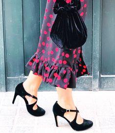 Terciopelo negro Velvet Shoes, Ballet Skirt, Skirts, Fashion, Moda, Skirt Outfits, Fasion, Trendy Fashion, Skirt