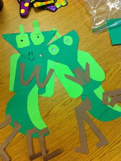 Praying Mantis Paper Craft for Kids- A unique movie night theming idea from Southern Outdoor Cinema Spring Crafts For Kids, Paper Crafts For Kids, Art For Kids, Preschool Arts And Crafts, Preschool Themes, Bug Activities, Insect Crafts, Bug Crafts, Insects For Kids