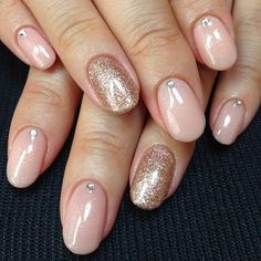 Round nude nails with gold accents
