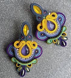 soutache earrings #soutache #soutachejewelry #earrings Plastic Canvas Tissue Boxes, Plastic Canvas Patterns, Soutache Necklace, Beaded Earrings, Boho Jewelry, Beaded Jewelry, Earring Trends, Polymer Clay Charms, Button Crafts