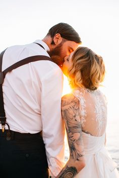Jess and Destiny's Lighthouse Elopement Photography by Jesse David Green #elopements #budgetweddings #uniqueweddings