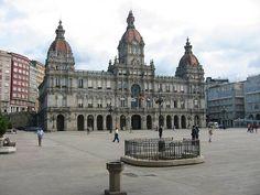 La Coruña combina ese ingrediente histórico que siempre gusta cuando se va de viaje con múltiples opciones de ocio nocturno propias de la vida moderna.