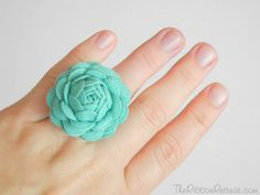 I love this ric rac rose ring tutorial! Diy Rose Rings, Diy Rings, Jewelry Crafts, Handmade Jewelry, Handmade Gifts, Earrings Handmade, Ribbon Retreat, Rose Tutorial, Arts And Crafts