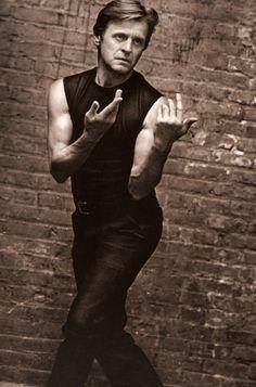Mikhaïl Nikolaïevitch Barychnikov est un danseur, chorégraphe et acteur d'origine russe naturalisé américain. Il est fréquemment cité aux côtés de Vaslav Nijinski et de Rudolf Noureev comme étant l'un des danseurs les plus importants du XXe siècle.
