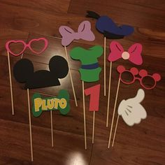 Mickey Mouse y Minnie Mouse Foto por KellysPartyKreations en Etsy Mickey Mouse Photo Booth, Mickey Mouse Letters, Minnie Mouse, Mickey Mouse Photos, Mickey Mouse Clubhouse, First Birthday Parties, Birthday Party Themes, 2nd Birthday, Birthday Ideas