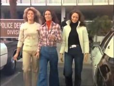Drôles de Dames générique de la série Tv Tv Theme Songs, Tv Themes, Kate Jackson, Farrah Fawcett, Shelley Hack, Romance, Do You Remember, Movies And Tv Shows, Retro
