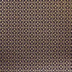 106. Chiyogami papír Gramáž: 70g/m2 Fotografie je pořízena z formátu 14 x 14cm Upozornění: archy jsou nařezány z velkých formátů, proto se rozložení motivu na menších arších může kus od kusu lišit. Dostupné formáty: 14 x 14cm - 13Kč/arch 14 x 28cm - 24Kč/arch 28 x 40cm - 69Kč/arch 40 x 54cm - 135Kč/arch ...