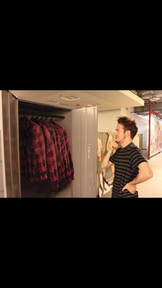Alex Hirsch having difficulties choosing from his wide variety of wardrobe choices... Hmmmm.... XD !!!