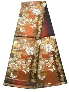 This is a fashionable Fukuro obi with a seasonal flowers, butterfly and ichimatsu(checkerboard) on gradation pattern, which is woven