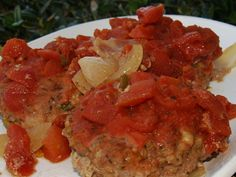 These Slow Cooker Swiss Meatloaf Burgers make for a great meal for you and your family any time! This recipe puts a spin on a basic hamburger patty by using a meatloaf burgers ground beef recipe and a Swiss-style, tomato-sauce topping. Slow Cooker Ground Beef, Crock Pot Slow Cooker, Ground Beef Recipes, Slow Cooker Recipes, Crockpot Recipes, Cooking Recipes, Healthy Recipes, Slow Cooking, Freezer Recipes