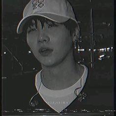 Min Yoongi Bts, Min Suga, Bts Taehyung, Bts Jimin, Min Yoongi Wallpaper, Jimin Wallpaper, Jhope Cute, Photoshoot Bts, Min Yoonji