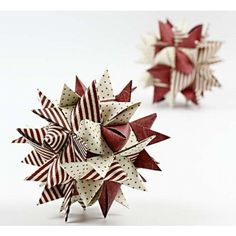 Stor stjärna gjord av pappersstrimlor. Inte helt enkelt, men väl värt det i slutändan