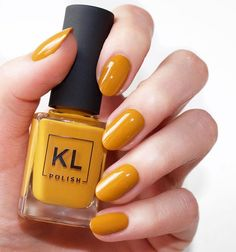 KL Polish in 'Caramello' 💅🏼✨ // still haven't received my Dec 5th order 😐 soo I borrowed this one from my friend! Have you guys tried @klpolish? #klpolished #laurenslist
