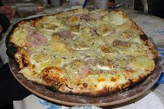 """750g vous propose la recette """"Pizza blanche aux fromages"""" notée 5/5 par 3 votants."""