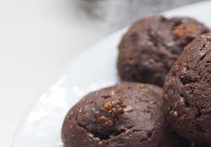 kizikuki: Czekoladowe ciasteczka z suszoną morwą i kardamone...