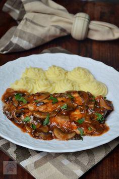 10 moduri delicioase in care poti pregati pieptul de pui Diet Recipes, Chicken Recipes, Cooking Recipes, Healthy Recipes, How To Cook Mushrooms, Good Food, Yummy Food, Romanian Food, Healthy Meal Prep