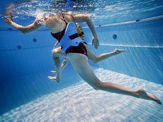 Uimahallissa tai mökkirannassa voi kohottaa nopeasti peruskuntoaan vesijuoksun avulla. Monipuolisuutta treeniin saa vesijumpasta tutuilla liikkeillä:...