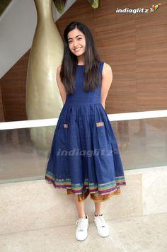 Frock Fashion, Indian Fashion Dresses, Indian Designer Outfits, Fashion Outfits, Girls Frock Design, Long Dress Design, Stylish Dress Designs, Simple Kurti Designs, Kurta Designs Women