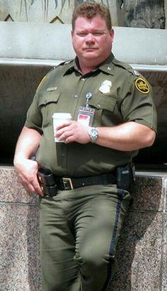 Fat Humor, Handsome Older Men, Chubby Men, Hot Cops, Men Closet, Daddy Bear, Fat Man, Bear Men, Men In Uniform