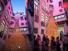 Foto 4 de 6. WarkaWater em sua primeira aparição na Bienal de Veneza de 2012.Fonte da imagem: Yogui.co