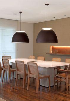 Seis salas de jantar integradas a outros ambientes da casa
