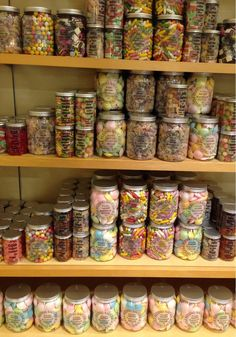 Lollies American Sweet Shop, Yummy Lollies, Candy Store Display, Candy Pictures, Junk Food Snacks, Food Wishes, Recipe Organization, Food Goals, Cafe Food