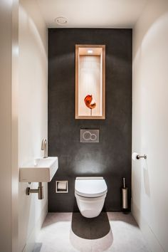 〚 Modern family house in Netherlands 〛 ◾ Photos ◾Ideas◾ Design Who said a big family house can not be stylish? Of course, it can and this modern home near Amsterdam is a perfect example. Small Toilet Design, Small Toilet Room, Guest Toilet, Small Bathroom, Downstairs Toilet, Bathrooms, Wc Design, Bathroom Design Layout, Bathroom Design Luxury