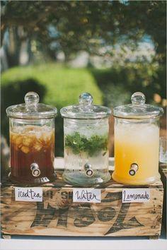 Meyveli soğuk çaylar... Şuan ödem attınız değil mi? Limonata, naneli su, buzlu çay… ve çilekli... Evet çileksiz olmaz. #maximumkart #düğünikramı #ikram #treat