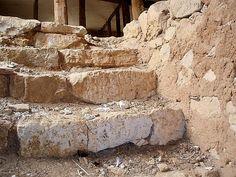 Escaleras de piedra en bajada a bodega de vivienda rural antes de su rehabilitación. Fontioso, Castilla, Spain.