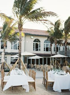 Outdoor Palm Beach Reception | photography by http://www.jessicalorren.com/