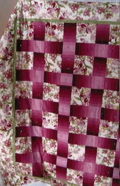 Woven Magic quilt using Cherrywood Cranberry to Light.