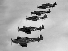 Daffy, the forgotten fighter Boulton Paul Defiant Mk IIs flying in formation. Ask most people to name an RAF fighter from the Battle of Britain and they will answer 'Spitfire' or 'Hurricane'. Ww2 Aircraft, Fighter Aircraft, Military Aircraft, Fighter Jets, Ww2 Planes, Battle Of Britain, Aircraft Design, Tumblr, Royal Air Force