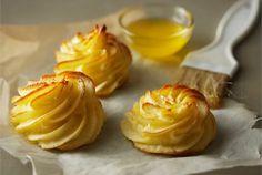 Duchesse-perunat ovat peräisin ranskalaisesta keittiöstä ja ne sopivat erilaisten kala- ja liharuokien lisäkkeeksi.Duchesse-perunat ovat peräisin ranskalaisesta keittiöstä ja ne sopivat erilaisten kala- ja liharuokien lisäkkeeksi. http://www.valio.fi/reseptit/duchesse-perunat/ #resepti #ruoka