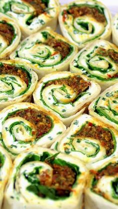 Spiral Spinach and Cheese Bites with Sun Dried Tomato Pesto. Burrito size Tortilla, a Fresh Made Herbed Cream Cheese, A PUNCH of flavor from a Fresh made (or use a jar) Sun Dried Tomato Pesto plus the colorful greens of Spinach Potluck Appetizers, Quick And Easy Appetizers, Appetizer Recipes, Inexpensive Appetizers, Potluck Ideas, Potluck Recipes, Vegetarian Recipes, Cooking Recipes, Healthy Recipes