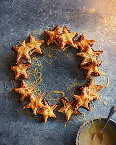 We've got plenty of mince pie recipes to pick from including gluten-free mince pies, a brownie hybrid and a gorgeous mincemeat wreath. Christmas Food Photography, Food Photography Tips, Pie Recipes, Sweet Recipes, Baking Recipes, Holiday Pies, Holiday Desserts, Savoury Baking, Delicious Magazine